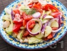 Рецепта Салата с домати, краставици и гъби